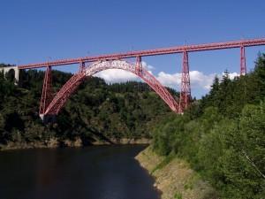 Viaduc de Garabit Cantal à proximité
