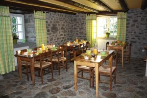 Salle de petit déjeuner dans le gite