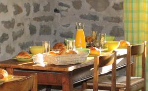 salle de petit déjeuner chambre d'hotes